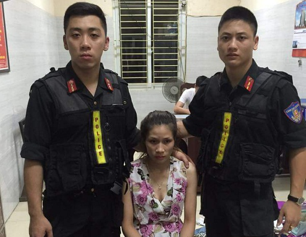 Nữ quái 9X này có ý 'bồi dưỡng' cho cảnh sát để được bỏ qua nhưng không thành