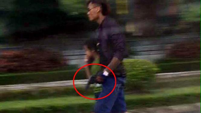 Tên cướp bắt cóc trẻ em trước khi cướp taxi
