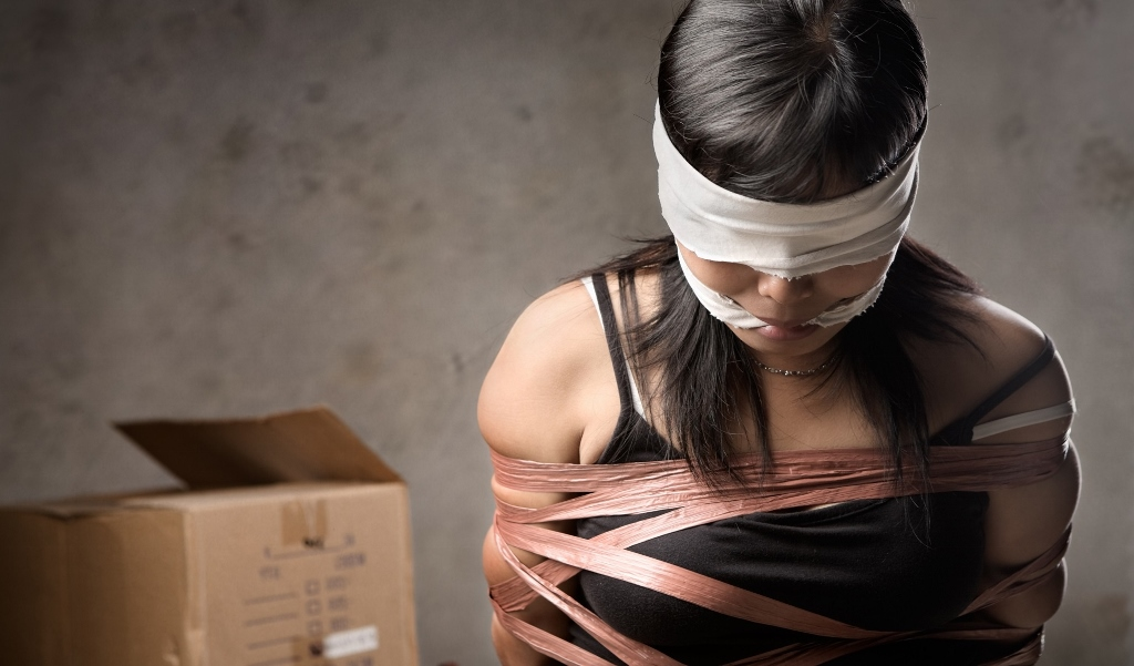 Trong những tin pháp luật an ninh 24h qua có vụ 4 thiếu nữ bị bắt cóc giữa đêm để ép làm tiếp viên Karaoke