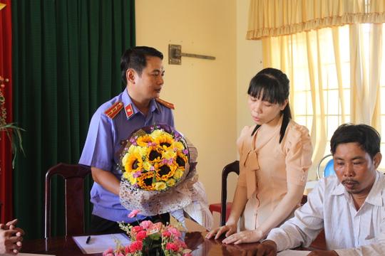 Những tin pháp luật online mới nhất hôm nay đề cập đến vụ cán bộ kiểm sát phê chuẩn bắt người oan ở Đồng Nai
