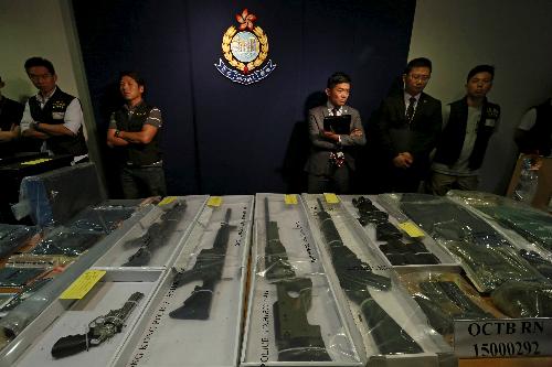 Cảnh sát tịch thu súng và vật liệu chế tạo thuốc nổ từ 9 đối tượng