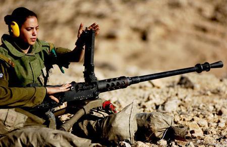 Nữ chiến binh Israel trên trường bắn