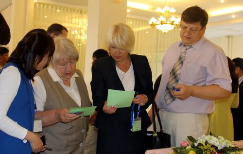 Nhiều chuyên gia đầu ngành hạt nhân của các nước hợp tác với Việt Nam trao đổi tại hội nghị sáng 19/5, theo tin tức mới cập nhật