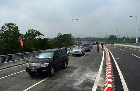 Cầu Hạc Trì trong ngày thông xe