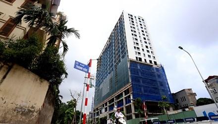 Tòa nhà số 8B Lê Trực nhìn từ hướng đường Kim Mã, Trần Phú.
