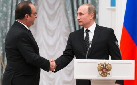 Tổng thống Nga Putin (phải) và người đồng cấp Pháp Hollande bắt tay quyết tâm tiêu diệt IS