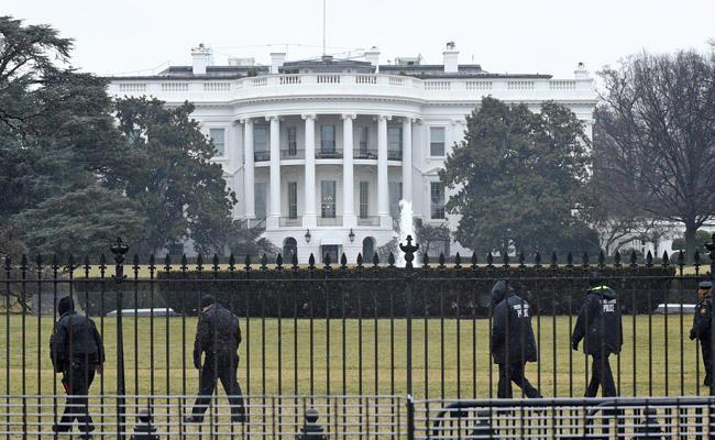 Các mật vụ Mỹ đã bắt giữ một kẻ lạ mặt trèo rào vào Nhà Trắng