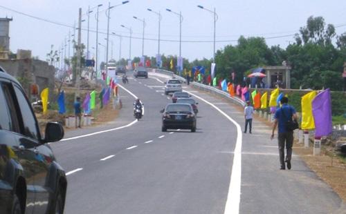 Sau lễ khánh thành, hàng nghìn lượt phương tiện đã qua cầu Bút Sơn