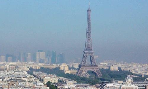 Tháp Eiffel thường xuyên bị đe dọa bởi các nhóm khủng bố