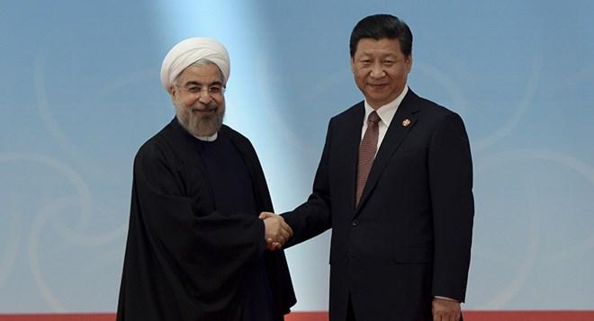Tổng thống Iran Hassan Rouhani (trái) và Chủ tịch Trung Quốc Tập Cận Bình