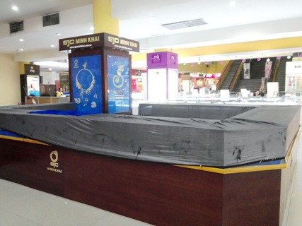 Tin tức mới cập nhật hôm nay cho biết mất trộm xảy ra tại siêu thị Maximark Cộng Hòa