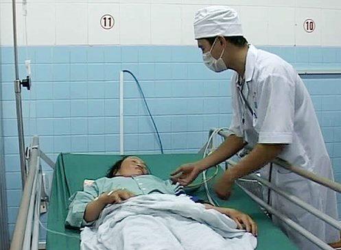 Bệnh viện đa khoa tỉnh Quảng Trị cho biết đang điều trị cho hai bệnh nhân nhập viện do rắn lục đuôi đỏ cắn, theo tin tức mới cập nhật