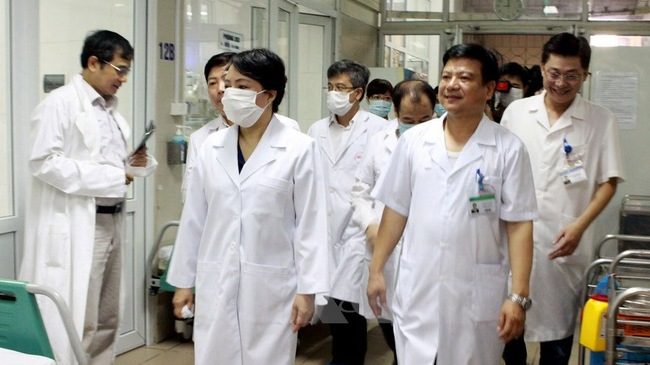 Bộ trưởng Bộ Y tế Nguyễn Thị Kim Tiến và đoàn giám sát tại Bệnh viện Bệnh Nhiệt đới Trung ương (Hà Nội)