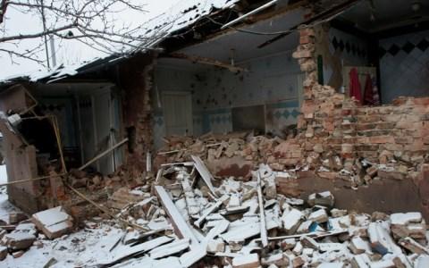 Một tòa nhà tại Donetk tan hoang vì đạn pháo của binh sĩ Ukraine, tin tức mới cập nhật quốc tế