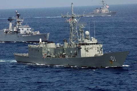 Tàu INS Viraat của Ấn Độ trong đợt tập trận quốc tế Malabar trên Ấn Độ Dương