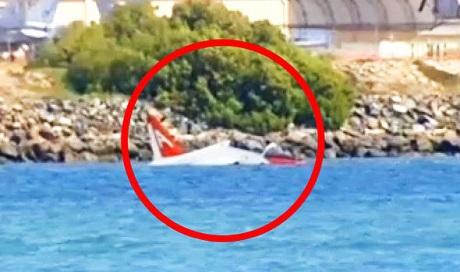Một phi công thuộc Hải quân Mỹ đã nhảy thoát bằng dù khỏi chiếc máy bay huấn luyện T-45C Goshawk, theo tin tức mới cập nhật