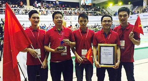 Các chàng trai trong đội Robocon Hungyen Techedu giành ngôi vô địch, theo tin tức mới cập nhật trong nước