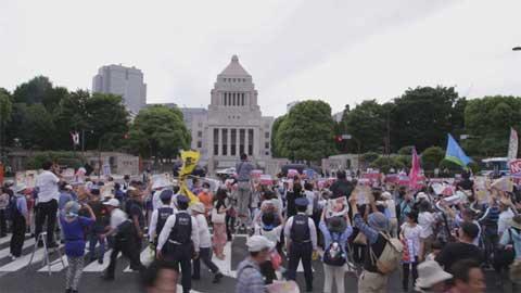 Hàng nghìn người phản đối kế hoạch xây thay thế một căn cứ không quân Mỹ trên đảo Okinawa, theo tin tức mới cập nhật