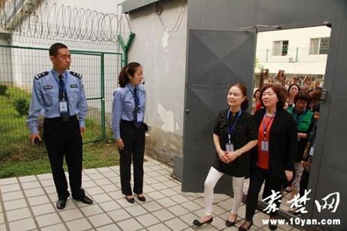 Trung Quốc cho quan chức thăm nhà tù để răn đe