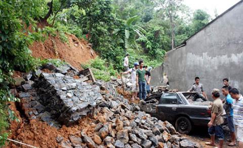 Theo tin tức mới cập nhật trong nước, mưa lớn gây sạt lở tại Hà Giang