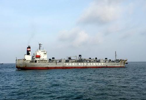 tin tức mới cập nhật trong nước cho hay, Các tàu cứu hộ chuyên dụng đang tiếp cận và lai dắt tàu EMINENCE về cảng Vũng Tàu