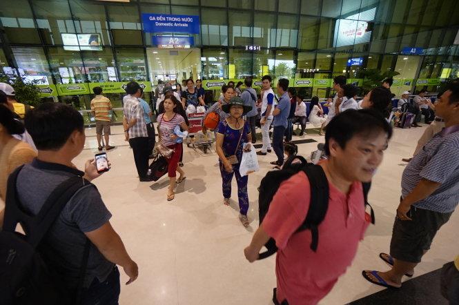 Hành khách tại sân bay Tân Sơn Nhất, TP.HCM chiều 16/6