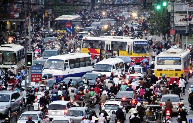Tin tức mới cập nhật hôm nay cho biết ùn tắc giao thông tái diễn tại Hà Nội và TP HCM