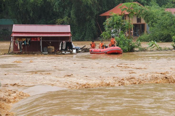 Tin tức mới cập nhật hôm nay cho biết Chính phủ yêu cầu khẩn trương khắc phục hậu quả bão số 1