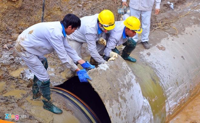 Đường ống nước sạch Sông Đà tiếp tục vỡ