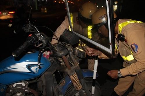 tin tức mới cập nhật hôm nay cho biết CSGT Hà Nội xử lý nghiêm xe mô tô cũ nát