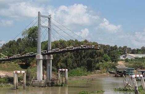 tin tức mới cập nhật hôm nay chi biết cây cầu dây văng 2,5 tỉ đồng vừa xây xong đã sập