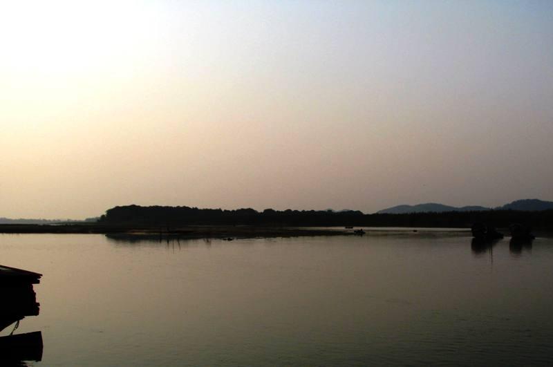 Khu vực sông Lam đoạn qua địa bàn Thanh Chương vẫn luôn tiềm ẩn nhiều vụ chết đuối.