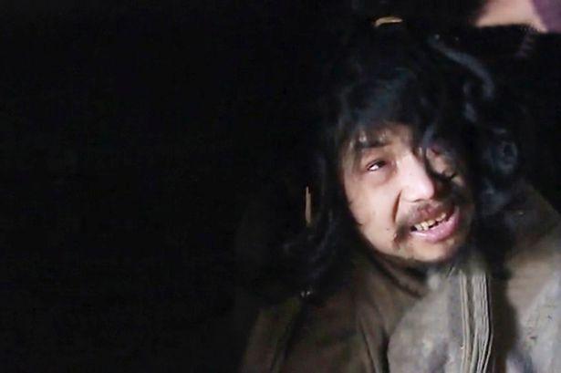 Cha mẹ Fang buộc phải nhốt con trai vì sợ gây nguy hiểm cho mọi người. Ảnh Mirror