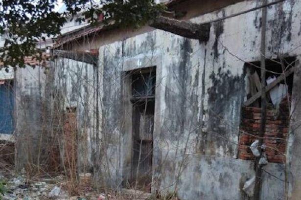Theo tin tức mới nhất, đây là hình ảnh bên ngoài nhà kho cô gái bị nhốt