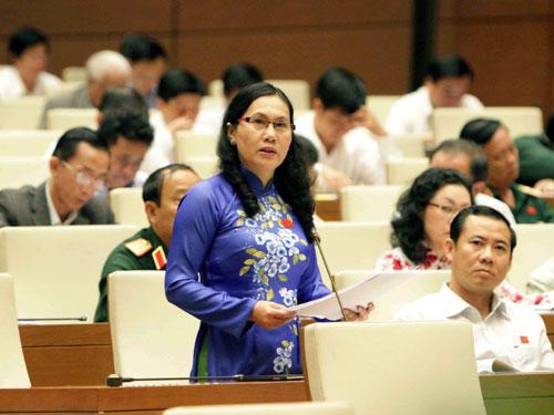 Đại  biểu Đặng Thị Kim Chi (Phú Yên) phát biểu trong buổi họp Quốc hội