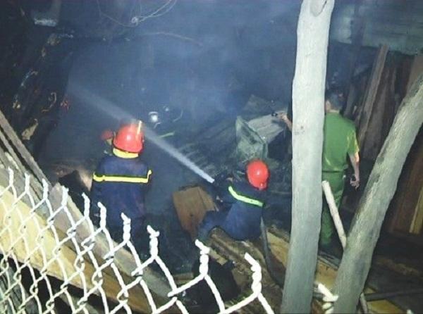 Vụ cháy mới nhất giữa đêm khiến xưởng gỗ bị thiêu rụi