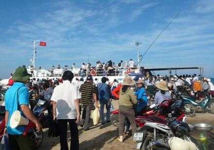 tin tức mới nhất cho du khách muốn ra đảo Lý Sơn du lịch, tàu đang 'cháy chỗ'