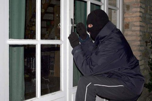 Những tin pháp luật mới nhất hôm nay đề cập đến vụ bắt quả tang 2 tên trộm trong nhà trọ ở Tiền Giang