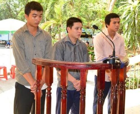 Trong những tin pháp luật online hôm nay có vụ 3 kẻ 'xúc phạm quốc kỳ' ở Tây Ninh