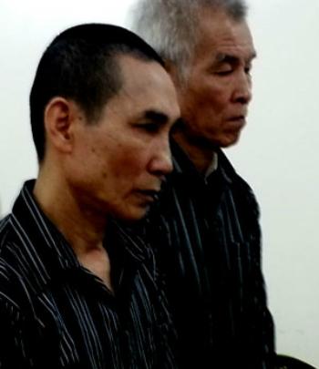 Hai bị cáo tại phiên toà sơ thẩm, theo tin pháp luật online trong ngày