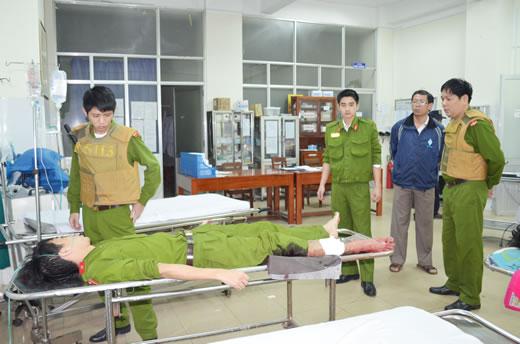 Những tin tức pháp luật mới nhất hôm nay đề cập đến vụ 2 công an tỉnh Đắk Nông bị đâm trọng thương khi làm nhiệm vụ