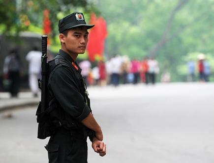 An ninh tại lễ hội đền Hùng năm nay được thắt chặt từ nhiều ngày trước, theo những tin tức pháp luật online trong ngày