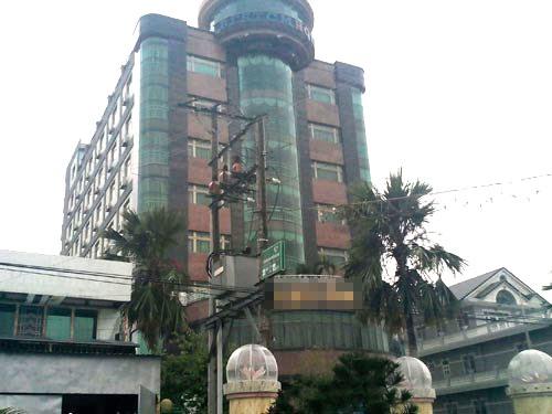 Trong những tin pháp luật 24h qua có vụ bắt giữ chủ khách sạn lớn nhất Cà Mau vì hành vi mua dâm trẻ em