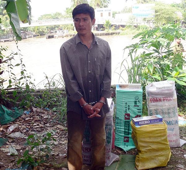 Trong những tin tức pháp luật mới nhất hôm nay có vụ bắt 2.000 gói thuốc lá lậu từ Hà Tiên về Hậu Giang tiêu thụ