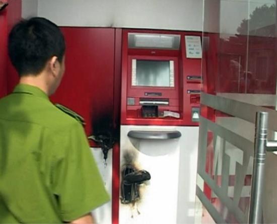 Hiện trường cây ATM bị nhóm đối tượng phá