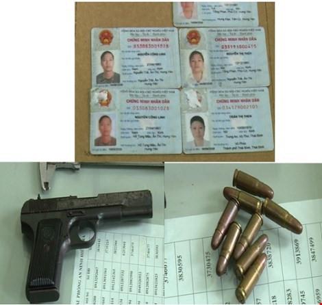 Khẩu súng quân dụng cùng số đạn bị thu giữ