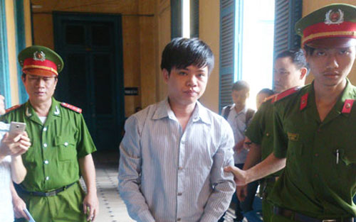 Bị cáo Chi sau phiên xử, theo những tin tức pháp luật 24h qua