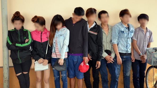 Trong những tin tức pháp luật mới nhất hôm nay có vụ bắt hàng chục thanh niên chơi ma túy đá ở Bến Tre