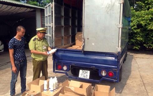Trong những tin tức pháp luật mới nhất hôm nay có vụ thu giữ hàng trăm chai dầu gội đầu nhập lậu ở Quảng Ninh