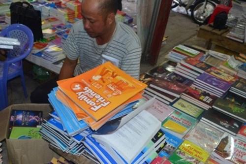 Thu giữ hơn 1.600 cuốn sách lậu tại nhà sách Nam Liên, Hà Nội là một trong những tin pháp luật 24h qua